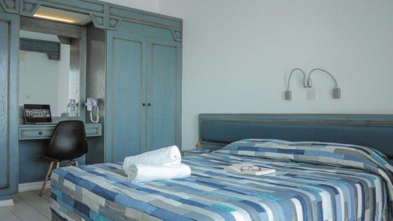 6 suite bedroom